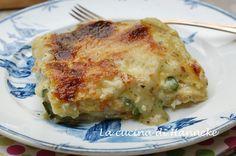 Oggi vi delizio con una ricetta molto primaverile: delle golosissime e morbide lasagne al pesto e zucchine!