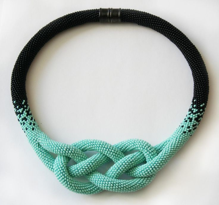 Колье-жгут Жозефина | Бисер - чех, 10-ка Ниточка - Канарис Yarn Art, хотя можно было бы взять другую, помягче, чтобы узел ровнее лег.