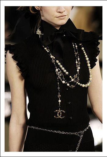 chanel pearls //