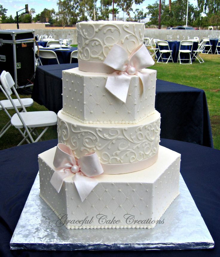 hexagon wedding cakes best 25 hexagon wedding cake ideas on pastel 15216