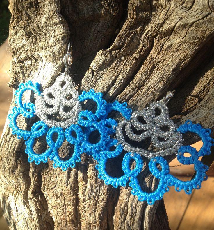 Boucles d'oreilles dentelle frivolites coton bleu et fil métal argente grande dormeuse : Boucles d'oreille par syleva