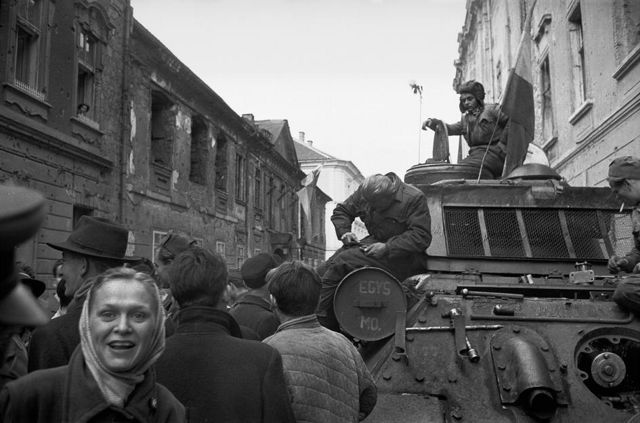 HOPE Erich Lessing: Budapest, October 1956. © Erich Lessing/Magnum Photos The Hungarian Uprising