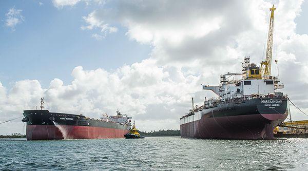 O navio Marcílio Dias foi entregue à Transpetro ontem, quinta-feira, após cerimônia no Estaleiro Atlântico Sul (EAS), em Ipojuca (PE). Esta é a 12ª embarcação do Programa de Modernização e Expansão da Frota (Promef) a entrar em opera�