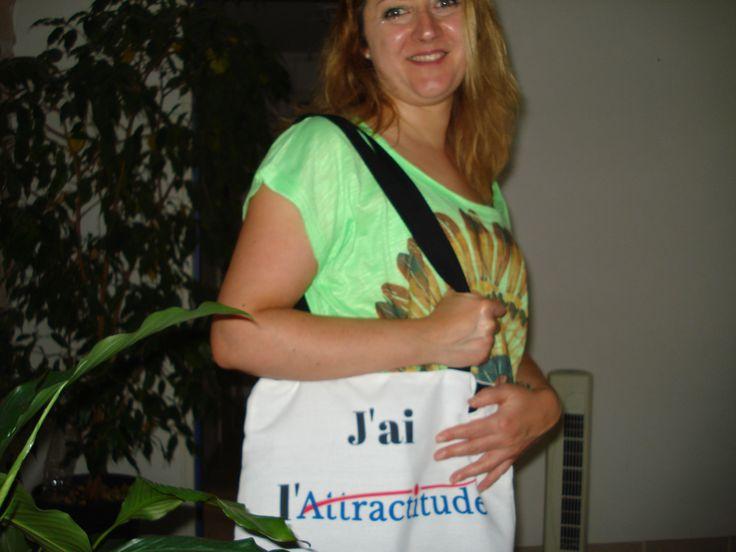 Ma super coach Argent web et Ventes MLM portant le sac de place Attractitude! Woaa