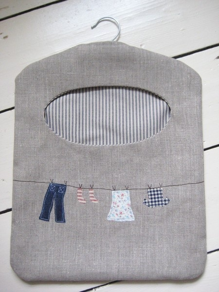 Ticketty Boo: Linen Washing Line Peg Bag.  Want to make this but in apron style.
