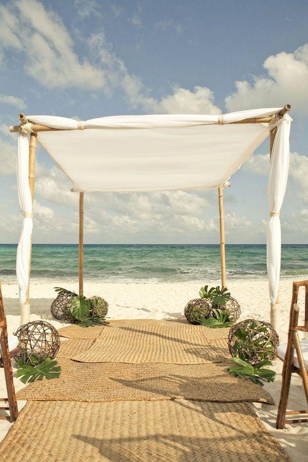 Die Bamboo Matten sind einfach perfekt für eine Strandzeremonie... so tropisch!