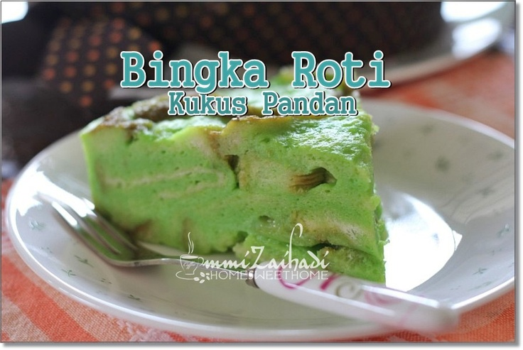 Bingka Roti Kukus Pandan  (Pandan Steamed Breadpudding)