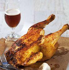 Ο πιο απλός τρόπος για να απολαύσετε ένα ζουμερό και συνάμα καθόλου παχυντικό ψητό κοτόπουλο, αρωματισμένο με μπύρα. Διαλέξτε όμως μια μπύρα με έντονα αρώματα βύνης για καλύτερο αποτέλεσμα