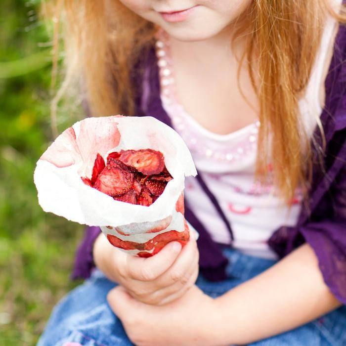 Kuivatut mansikat - Dried strawberries. Food  Style Uura Hagberg Photo Satu Nyström. Maku 3/2013.