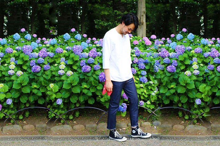 Must buy:一枚でも、重ねても。おしゃれにキマる「プルオーバーシャツ」がこの夏大注目です。   トレンドのビッグシルエットに合わせ、今年の夏は「プルオーバーシャツ」に流行の兆し。中でも襟元がV字に開いた「スキッパーデザイン」が人気を集めています。      ■シンプルに  トップスとしては定番の白でも、スキッパーデザインのシャツなら無地Tシャツやポロシャツとは一味違うラフさを演出できます。    〈UNITED ARROWS green label relaxing〉   ...