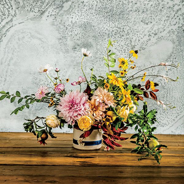 Follow these four, easy-to-follow steps to master seasonal, garden-to-table arranging.