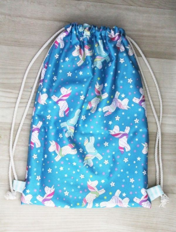 1cb4d1680 Mochila Saco: Como Fazer, Molde | Unicornio | Drawstring backpack ...
