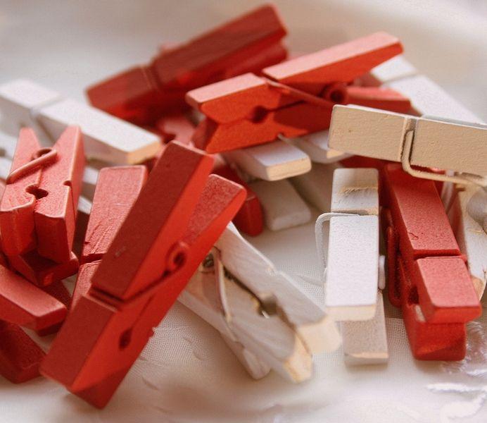 Weiteres - Kleine Holzklammern. Rot Weiss.  Wooden Clips - ein Designerstück von krealiebst bei DaWanda