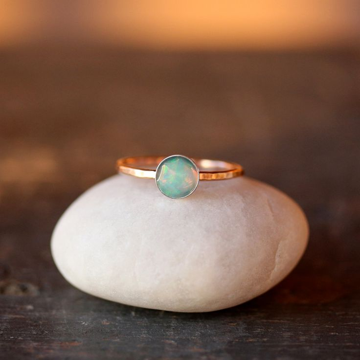 Opal and Gold Solitaire Ring 14k Recycled Gold door ShopClementine