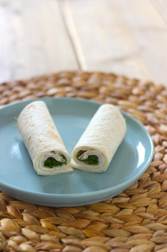 Lunchwrap met roomkaas, kipfilet en rucola