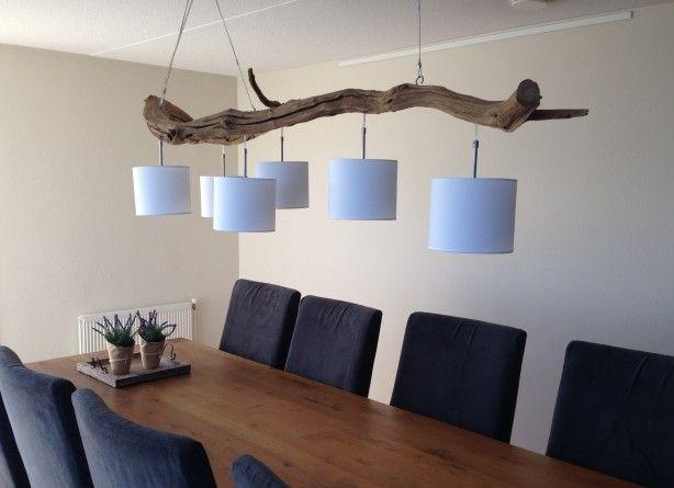Plafondlamp, van verweerd oud Eiken hangend aan stalen kabels, met 6 lampen aan rvs pendels met wit of grijze katoenen kap rond 20 cm en 17 cm hoog. Inclusief RVS plafon afdekplaat compleet met Blank aansluitsnoer en 2 ophang ogen t.b.v. de staalkabels. voor meer info zie etsy.  shop gbhnatureart.