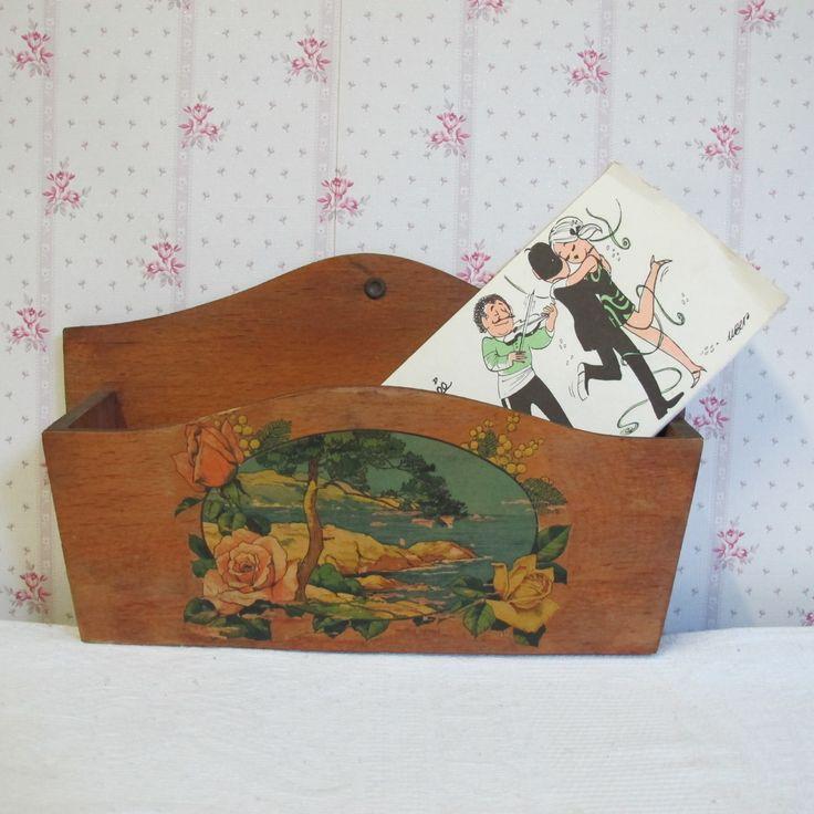 Range courrier vintage - porte lettres - vide poche - porte courrier en bois aggloméré décoré. Objet publicitaire Vintage made in France. de la boutique CrazyFrenchVintage sur Etsy