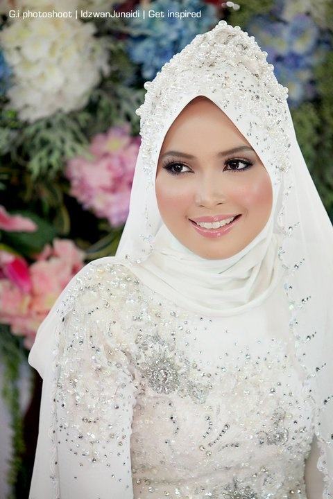 Indonesian bridal kebaya with hijab from designer Zery Zamry, Shah Alam, Malaysia....
