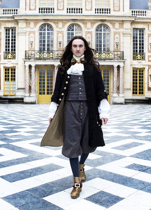 George Blagden in'Versailles' (2015). x