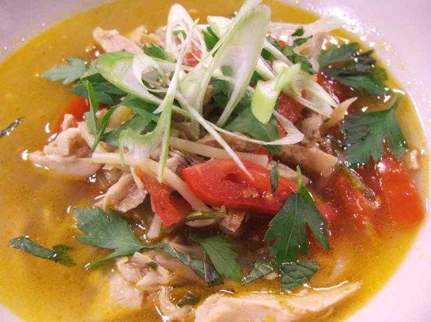 Zuppa di pollo colorata