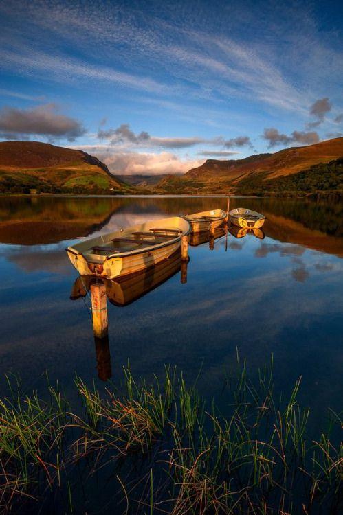 Snowdonia Llyn Nantle Uhaf Wales by Tomasz Janicki  ☁