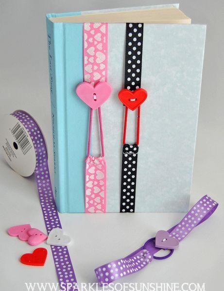 Cómo hacer un marca páginas con listones y botones de corazones ~ Solountip.com