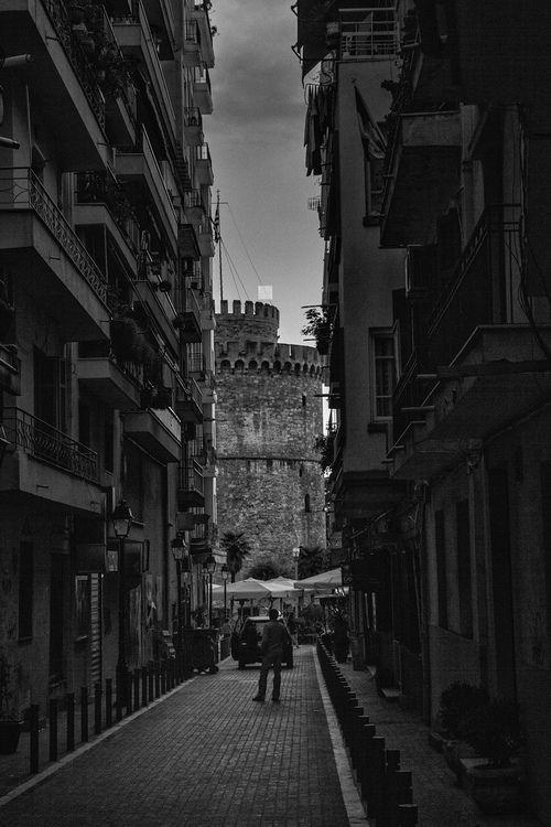 View of the White Tower in Thessaloniki, Greece (by Nikolaos Paggozidis)