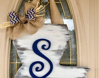 Regalo del día de Louisiana/estado/dificultades/con monograma/puerta Decor boda regalo/rústico/estreno/placa/puerta colgador madera signo/inicial/de la madre
