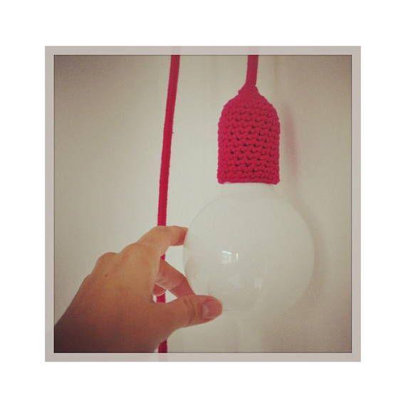 """❤ Luminária nua, com cabo revestido em linha e bocal revestido com crochê, com lâmpada globo.  INCLUSO: - Cabo revestido medindo 3m - Plugue macho com 2 pinos (para ligar na tomada) - Interruptor central (para ligar e desligar como em abajur) - lâmpada globo leitosa incandescente (informar se é 110v ou 220v no pedido)  ❤ Pode ser utilizada com vários tipos de lâmpadas, desde as pequenas bolinhas, as incandescentes cristais ou essa como a da foto que se chama """"globo"""".  ❤ Cores: Todas! É só…"""