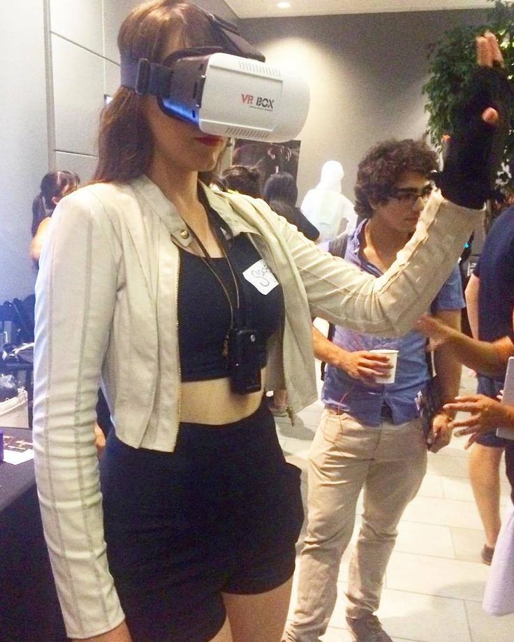Trying out virtual reality!   #tech #technology #wearables #wearable #virtual #reality #trendy #techie #outfit #style #guess #jacket #robot #cyborg #geek #nerd #cool #sage