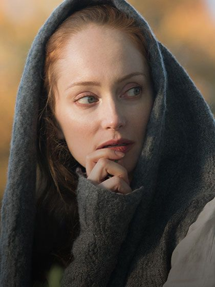 Geillis Duncan ( Lotte Verbeek ) is the wife of  Arthur Duncan, and lives in Cranesmuir, a village near Castle Leoch. She shares Claire's passion for herbs, though her interests extend beyond simple healing and remedies into much darker practices.