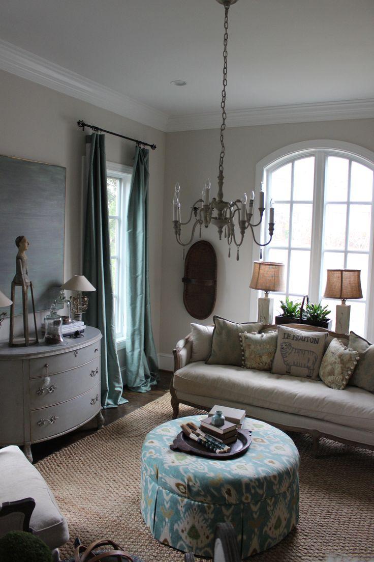 BLUE EGG BROWN NEST LIVING ROOM: BENJAMINE MOORE PALE OAK ...