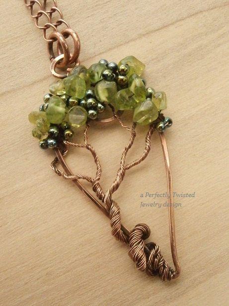 Alambre colgante árbol de la vida envuelta, Peridot y Esmeralda color hematita…
