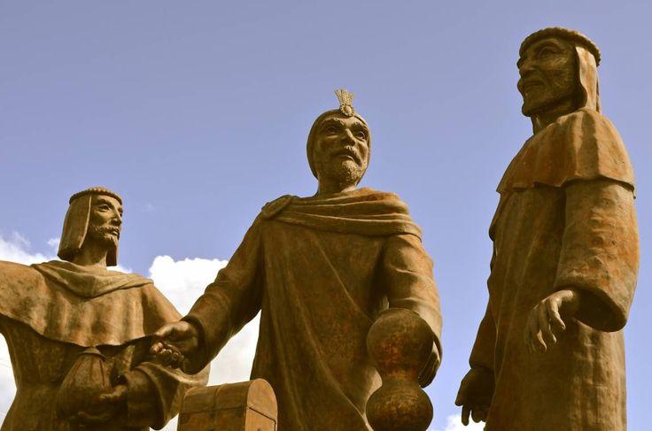 El arte y los Reyes Magos - Mundo Club House - Los Andes Diario Monumento a los Reyes Magos, parroquia San Ramón Nonato. Naldo de la Loma