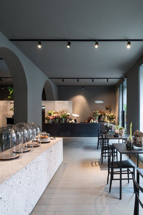 In the heart of Milan's Bocconi University district, opened the bistro POTAFIORI flowers. POTAFIORI is a vision of Rosalba Piccinni, singer and florist who owns three shops in Milan and Bergamo. Over the years she developed the passion to welcome...