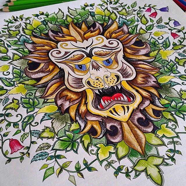 Floresta Encantada a técnica foi colorir com a ponta bem fininha do lápis e ir imitando um xadrez, para dar efeito de luz e sombra ao desenho