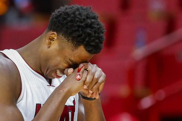 AUBURN HILLS, Mich. -- Miami Heat coach Erik Spoelstra paid center Hassan Whiteside a left-handed compliment. There was no disrespect…