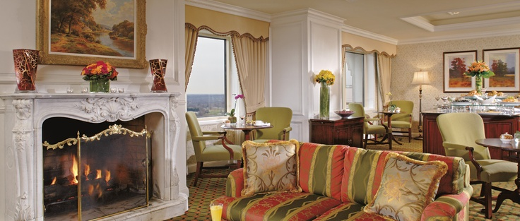 The Club Lounge at The Ritz-Carlton, Tysons Corner offers distinctive amenities and a dedicated concierge staff.