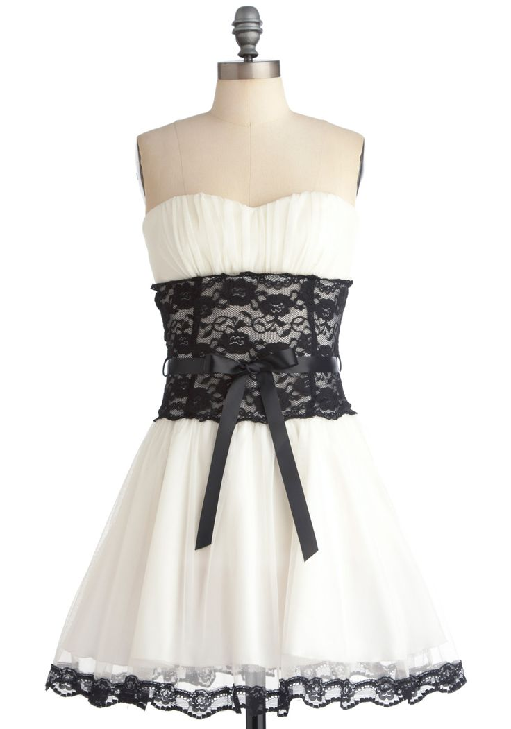Storied Romance Dress in Snow, from MC SZ 2X Gorgeous, but not my style. Would love to swap for another special dress.