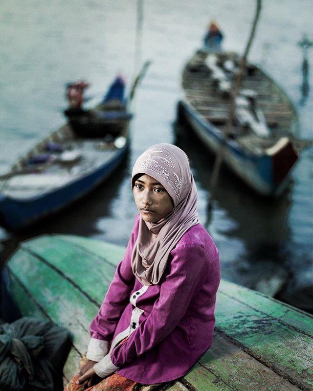 WEBSTA @ garytysonphotographer - Muslim girl outside Phnom Penh, Cambodia #garytysonphotographer #travelphotography #travelphotographer #travelportrait #cambodia #cambodiamuslim #f8photographyhk #mamiya645 #mediumformat #credo40 #mediumformatdigital #mediumformatphotographer