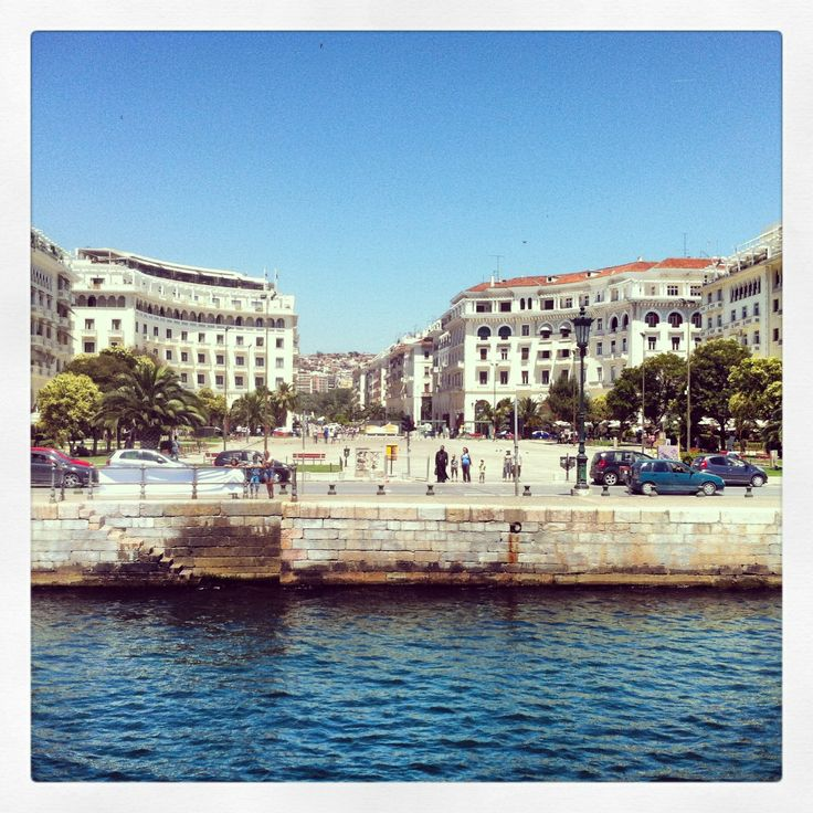 Aristotelous Square by the sea. (Walking Thessaloniki / Route 01, Port)