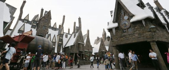 """ Haryy Potter Area "" will opne from  15th / July at "" USJ : Universal Studio Japan "" in Osaka,Japan.   The photo is reproduction of "" Hogsmeade Village ""."