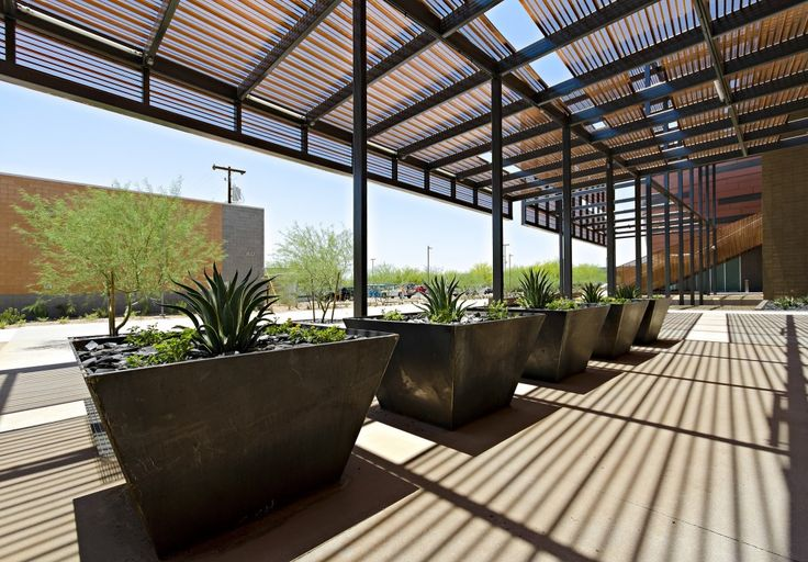 GateWay Community College / SmithGroup JJR - love the screening and shadow patterns on the ground