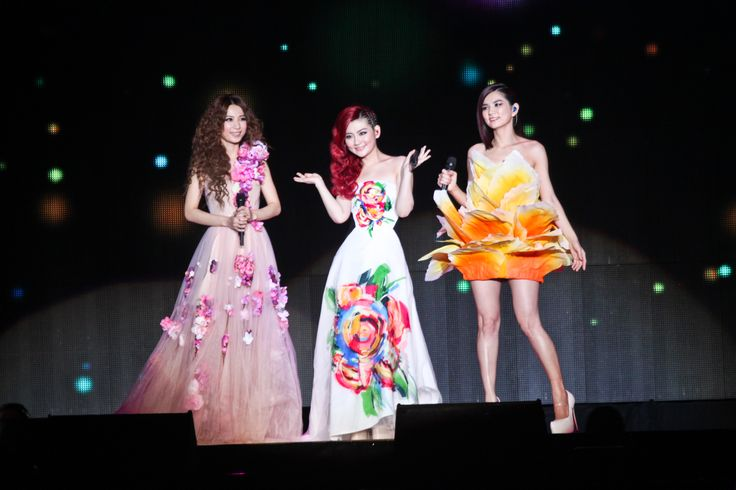 S.H.E 2GETEHR 4EVER WORLD TOUR LIVE IN MALAYSIA  20/7/2013  Putra Indoor Stadium, Bukit Jalil