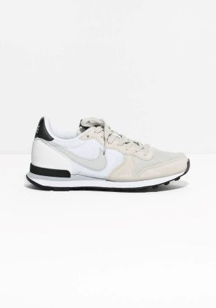 NIKE The Nike Internationalist combines retro references with modern comfort. A suede and mesh upper is combined with a soft EVA foam midsole, designed for a comfortable fit and impact protection.