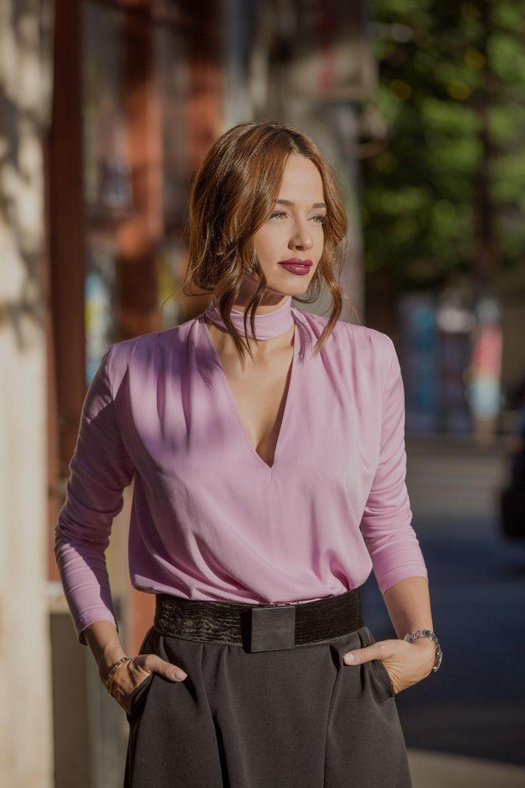 Ce bluze se poarta cu fustele midi: invata sa le asortezi corect