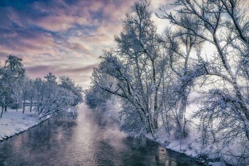 """Neuer Artikel """"Winterstimmungen einfangen, Bildideen planen und umsetzten."""" Entstehung des Bildes """"Sonnenaufgang an einem Fluß bei -18 Grad"""" > http://www.tobiasackermann.eu/wie-geht-das/fotografie-tipps/winterstimmung-und-bildidee.html  Viel Spaß beim Lesen, freue mich über Anregungen und Anmerkungen, auf der Webseite.  #tobiasackermann    #Winter    #landschaftsfotografie    #schnee"""