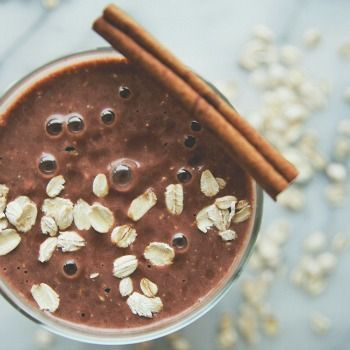 This Yummy Oatmeal Cookie Smoothie Recipe is a perfect way to keep your waist trim during Christmas Cookie Season!