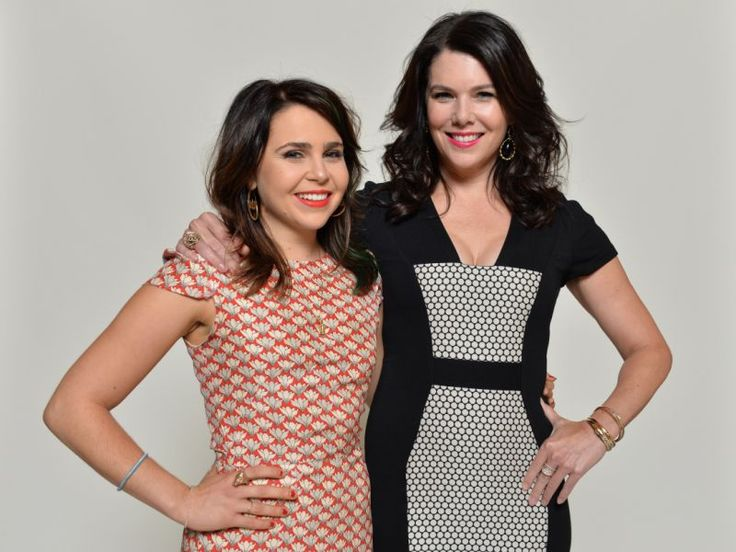 Lauren Graham has written break-up texts for Mae Whitman, because she is a true friend