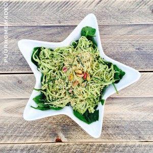 Courgettespagetti met pistachepesto & rawmezan - Puur Homemade by Cilla Tibbe- www.puurhomemade.nl